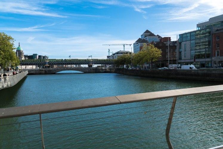 dublin-monument-river-wide