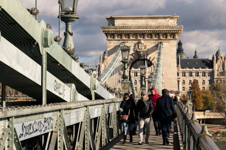 budapest-bridge-people