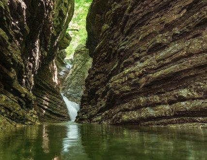 frödischtal-schlucht-wasserfall-wide